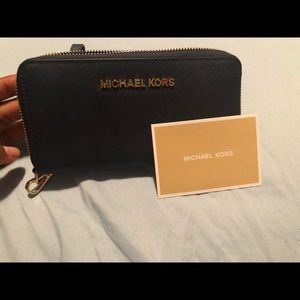 BRAND NEW Navy blue Michael Kors wristlet